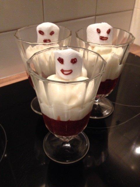 """Für die beiden Großen gab es an Halloween einen gruseligen """"Gespenster-Nachtisch"""" :-)"""