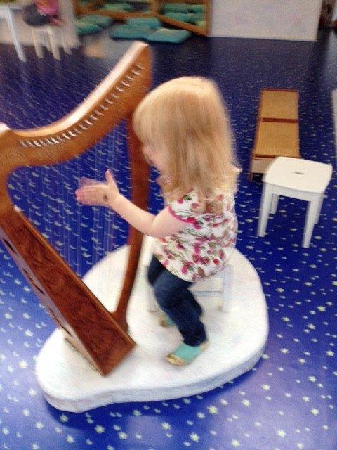Im Kleinkindbereich steht sogar eine Harfe...