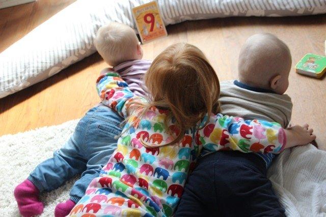 Immer noch große Geschwisterliebe...aber mittlerweile schwierig alle drei auf ein Bild zu kriegen :-)
