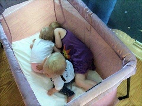 Viele Kinder brauchen viele Reisebettchen...