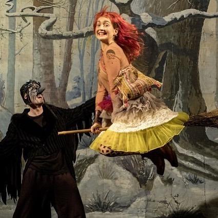 Der Kinderbuchklassiker Die kleine Hexe von Otfried Preussler steht seithellip