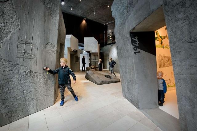 Tirpitz Museum mit Kindern Blavand Dänemark