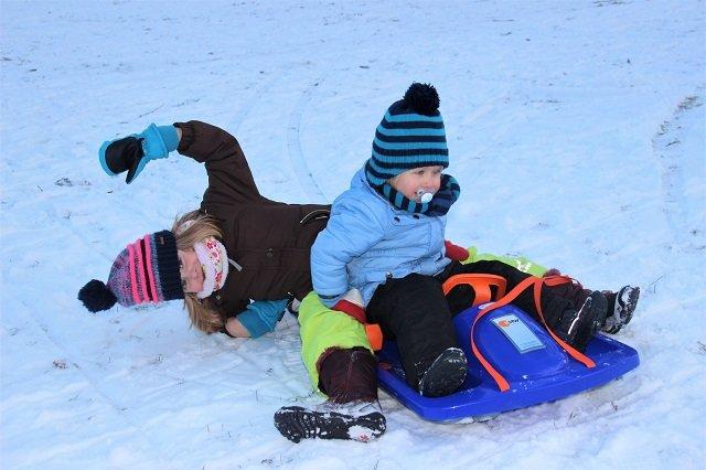 15 Ausflugstipps für Hamburg mit Kindern im Winter_Rodeln Hamburg